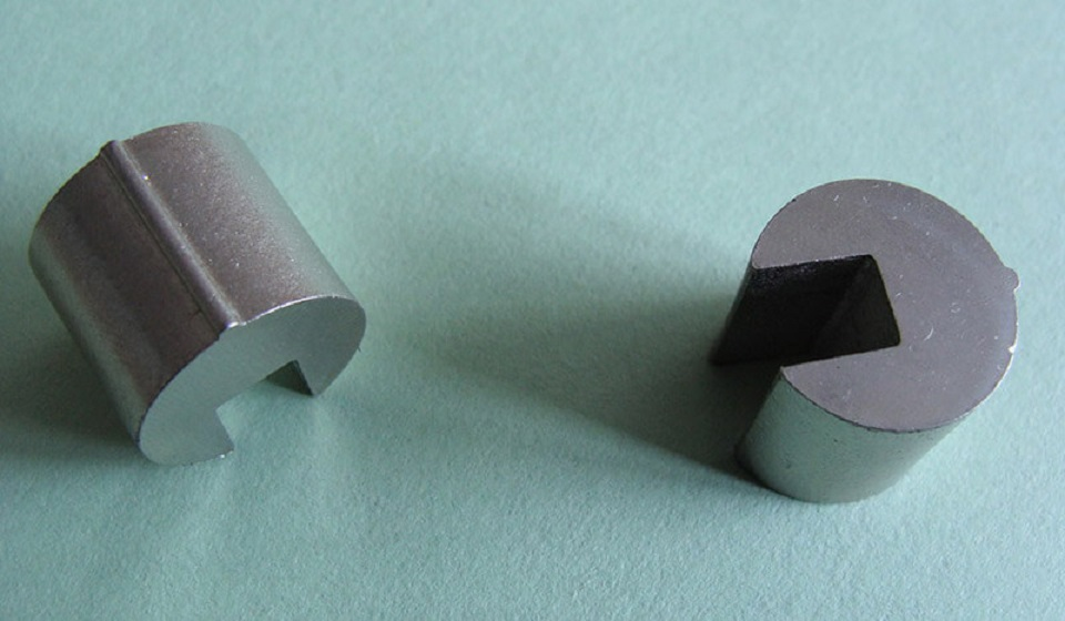 Advantages and Applications of Sintered AlNiCo Magnets
